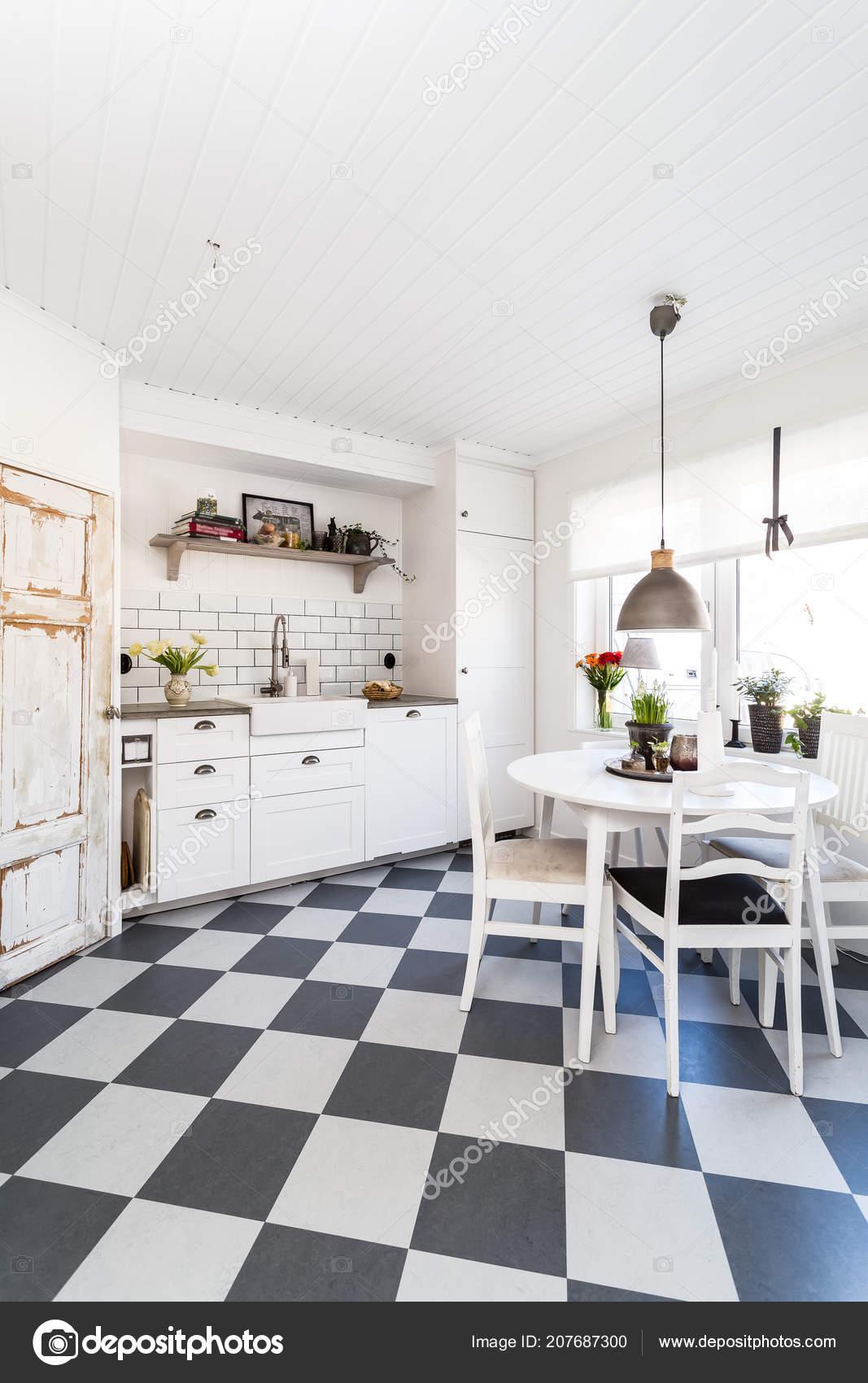 Ausgefallene Skandinavische Küche Interieur — Stockfoto ...