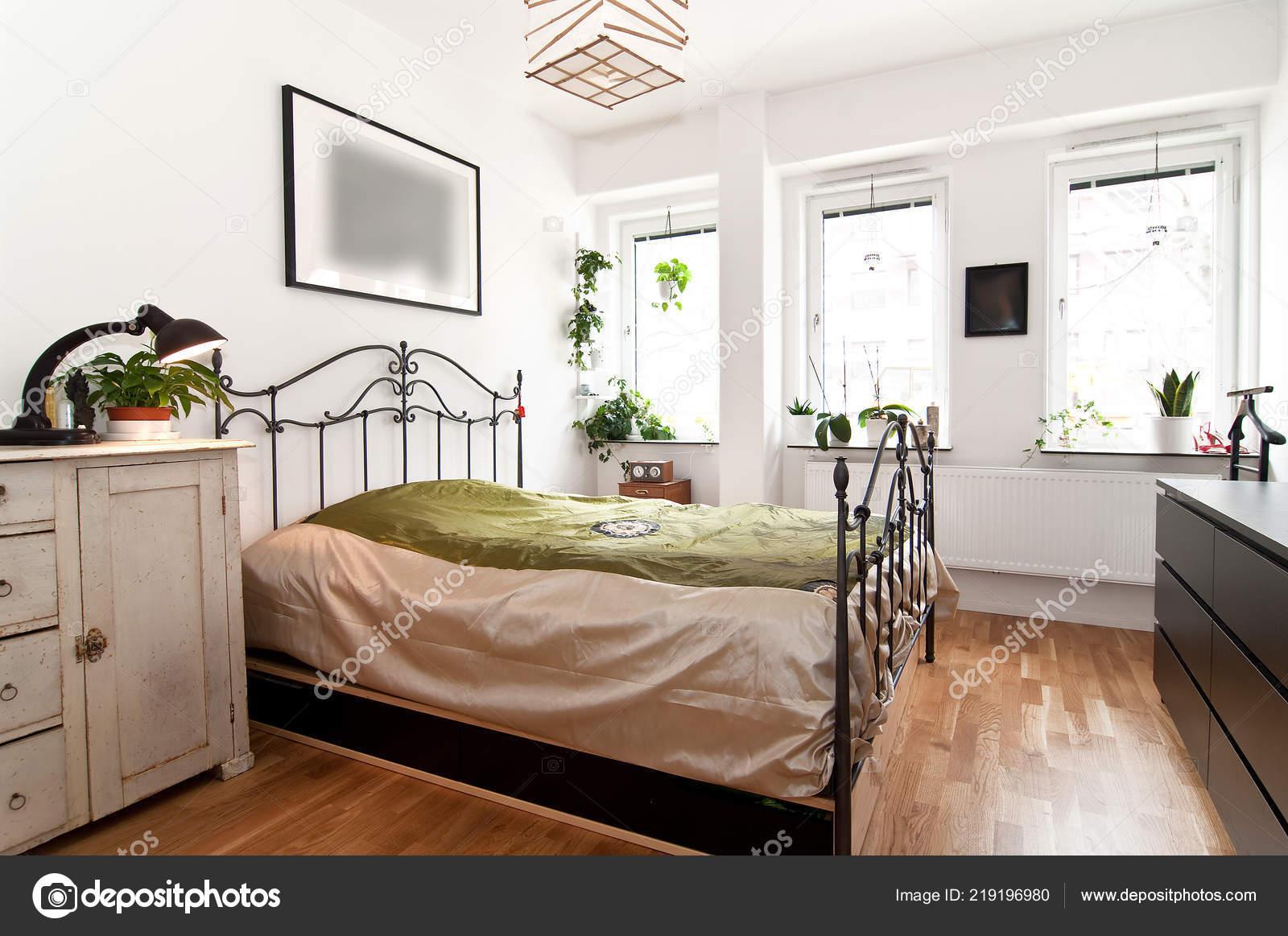 Interno della camera letto con mobili epoca u2014 foto stock