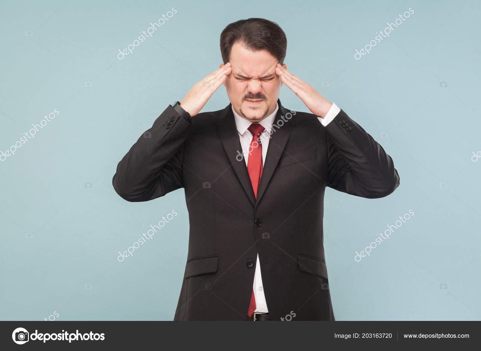 Homme Affaires Avec Moustache Portant Costume Noir Cravate