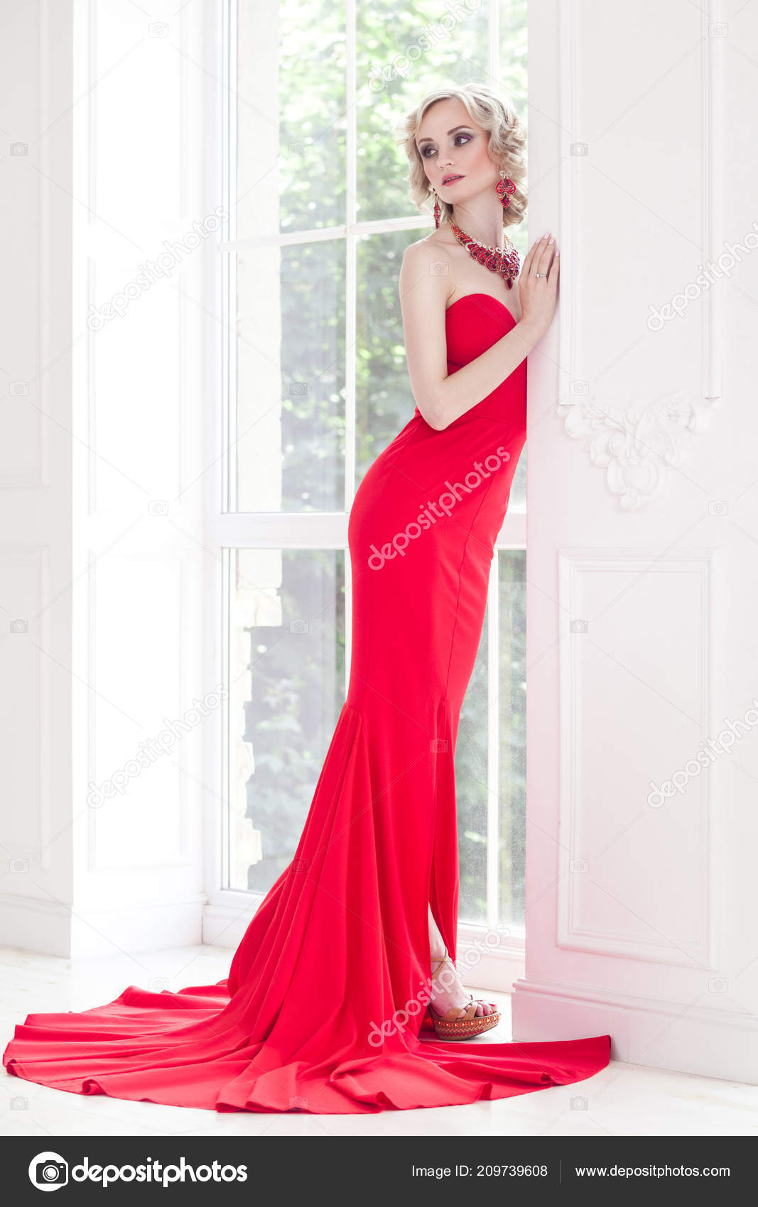 Elegant Woman Perfect Makeup Red Long Dress Posing Window — Stock Photo 66b0466e1
