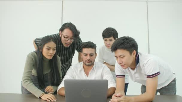 Kreatív csapat kezd nagyon rossz hír, az ő laptop