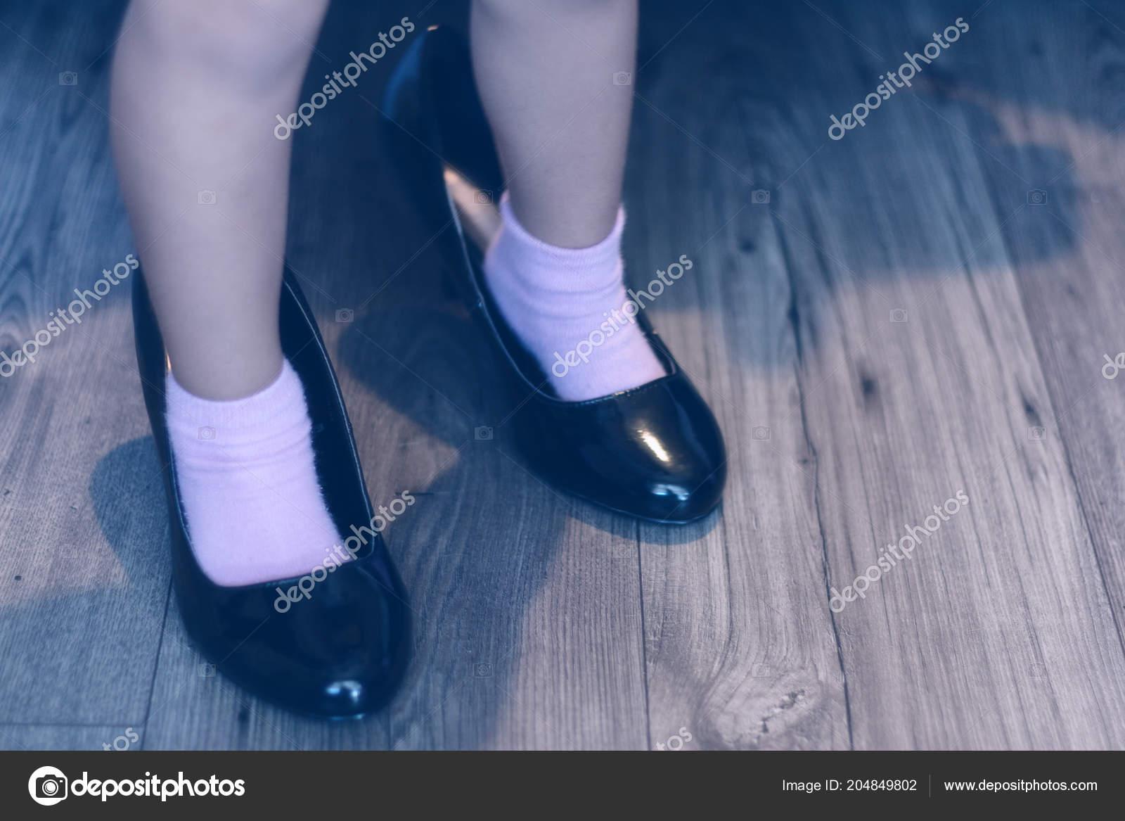 Close Little Girls Feet Adult High Heels — Stock Photo