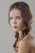 Mladá krásná žena s čistou dokonalou pleť detail. Portrét krása