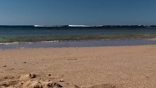 Kis a hullámok breaking át a homokos minden Toowoon Bay-on a central Coast a Budapest.