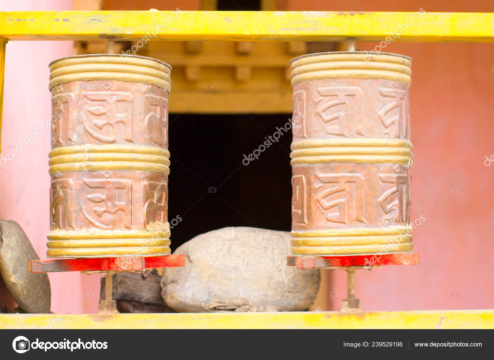 Cylinders with Tibetan symbols for reading mantras — Stock Photo