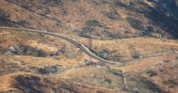 Vinutí malebná silnice přes národní Park, krásná příroda