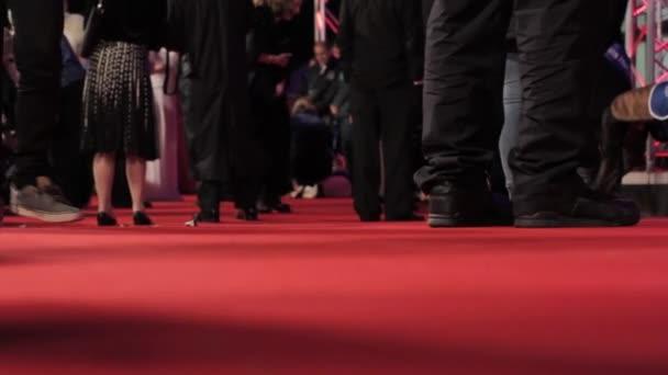 Promis auf rotem Teppich - Füße aus nächster Nähe