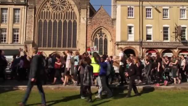 Dav lidí Pochodovat s příznaky, Velká Británie úsporná protesty, Bristol 2015