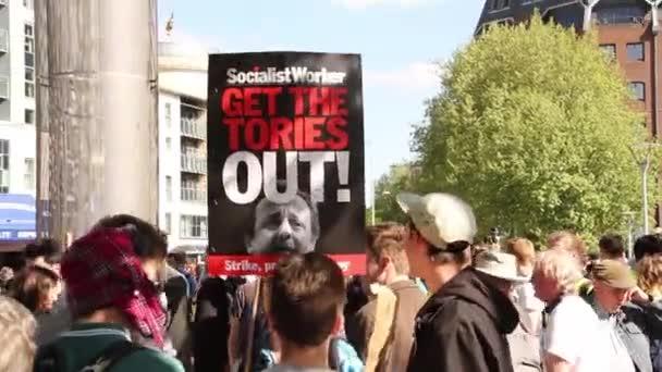 Lidi s anti-Tori známky, Velká Británie úsporná protesty 2015, Bristol