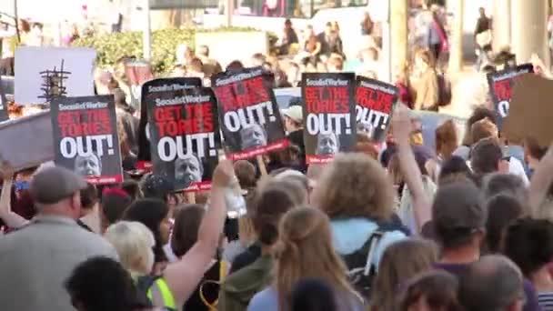 Lidi s Anto Tori známky, Velká Británie úsporná protesty 2015, Bristol