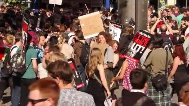 Lidé se sešli na Uk úsporná protesty 2015, Bristol