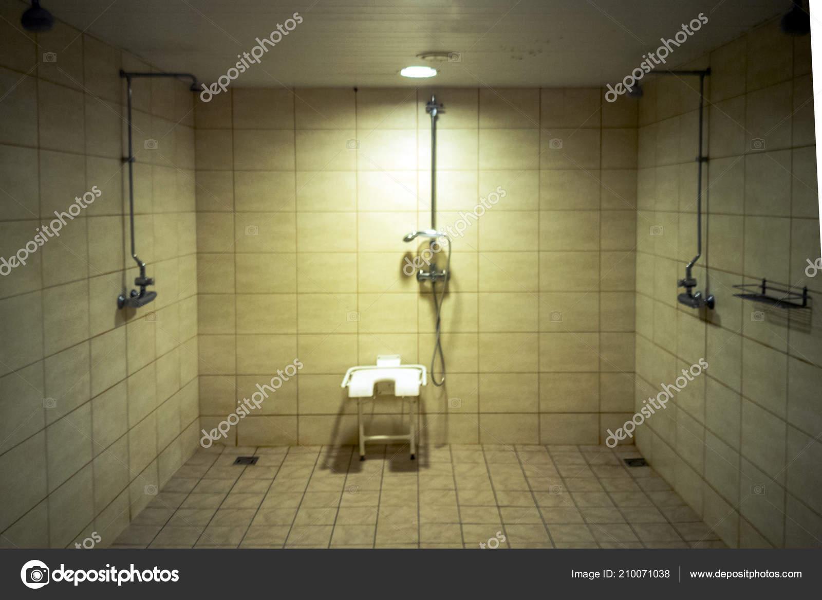 Bagno con doccia per disabili u2014 foto stock © dimand27 #210071038