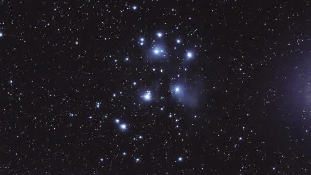 Plejády otevřít clusteru astronomie hvězdné mlhoviny Timelapse M45, timelapse M45 ukazující některé slabé struktury reflexní mlhovina uvnitř otevřená hvězdokupa Plejády. Výstřel byl zpracován z několika dlouhé expozice fotografií prostřednictvím tele