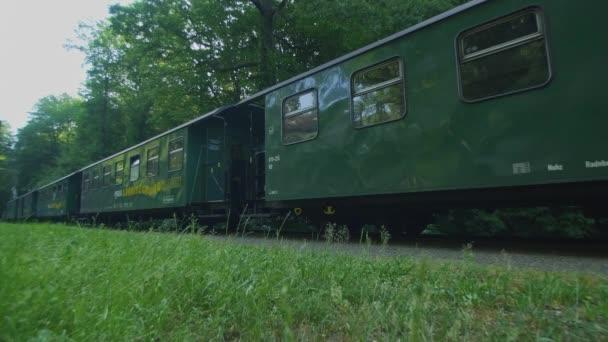 Stará historická Úzkorozchodná železniční parní lokomotiva, historická parní lokomotiva, Lnitzgrundbahn Radebeul v Sachsony Německo