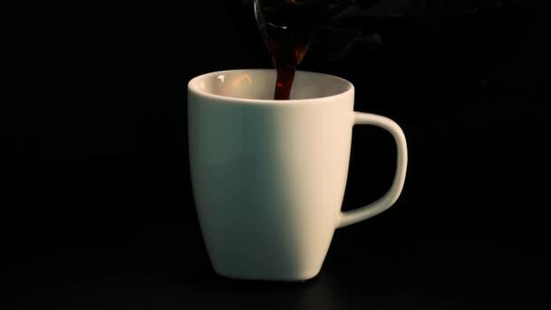 Egy csésze frissen főzött kávé