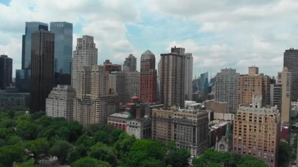 Pohled shora na newyorské panoráma