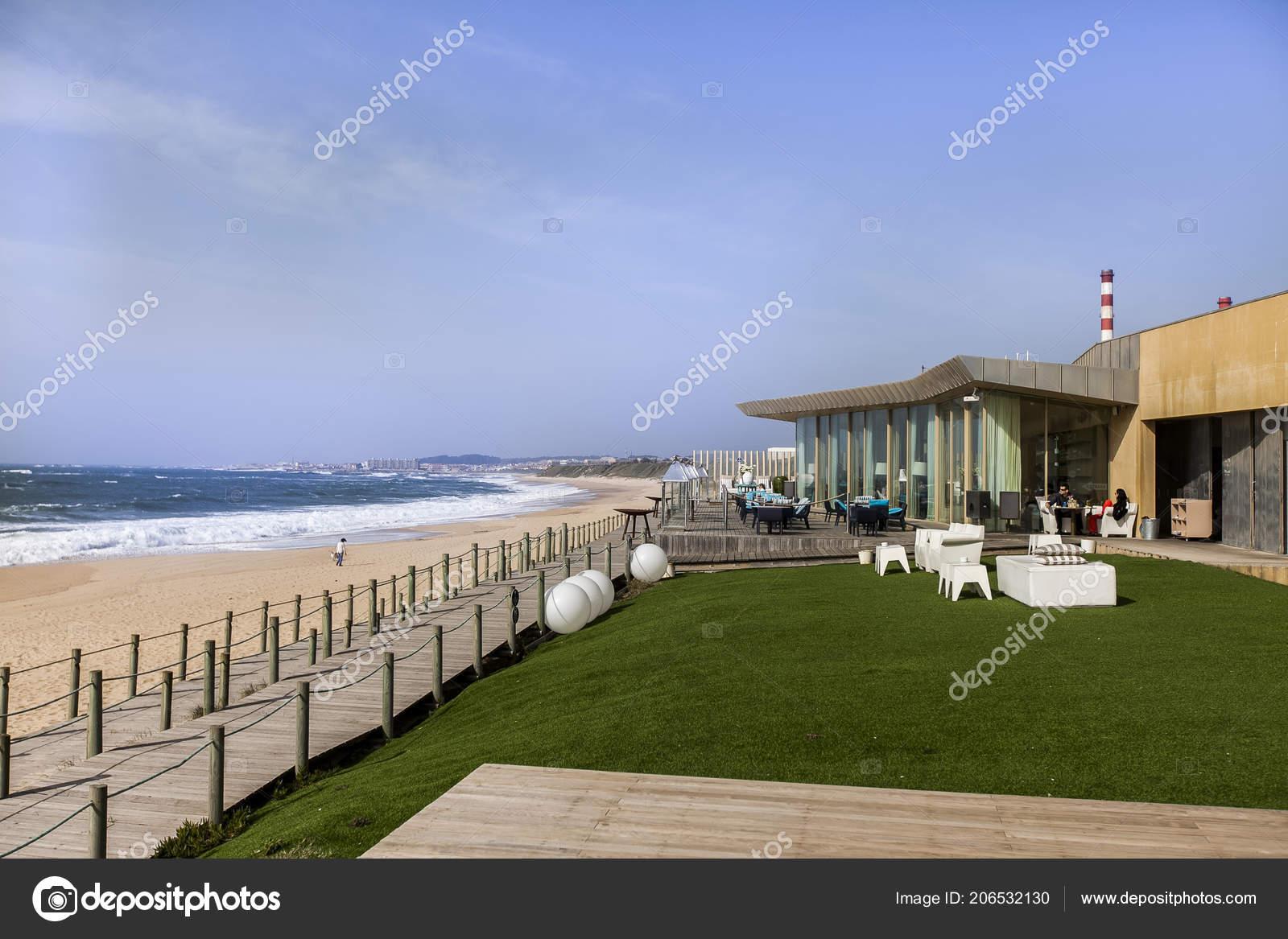 Bar Kodac Con Una Ubicación Excepcional Playa Aterro Lea