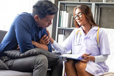 The psychiatrist woman is concuction a consultation to the stressful man patient,fencouragement,or treatment plan