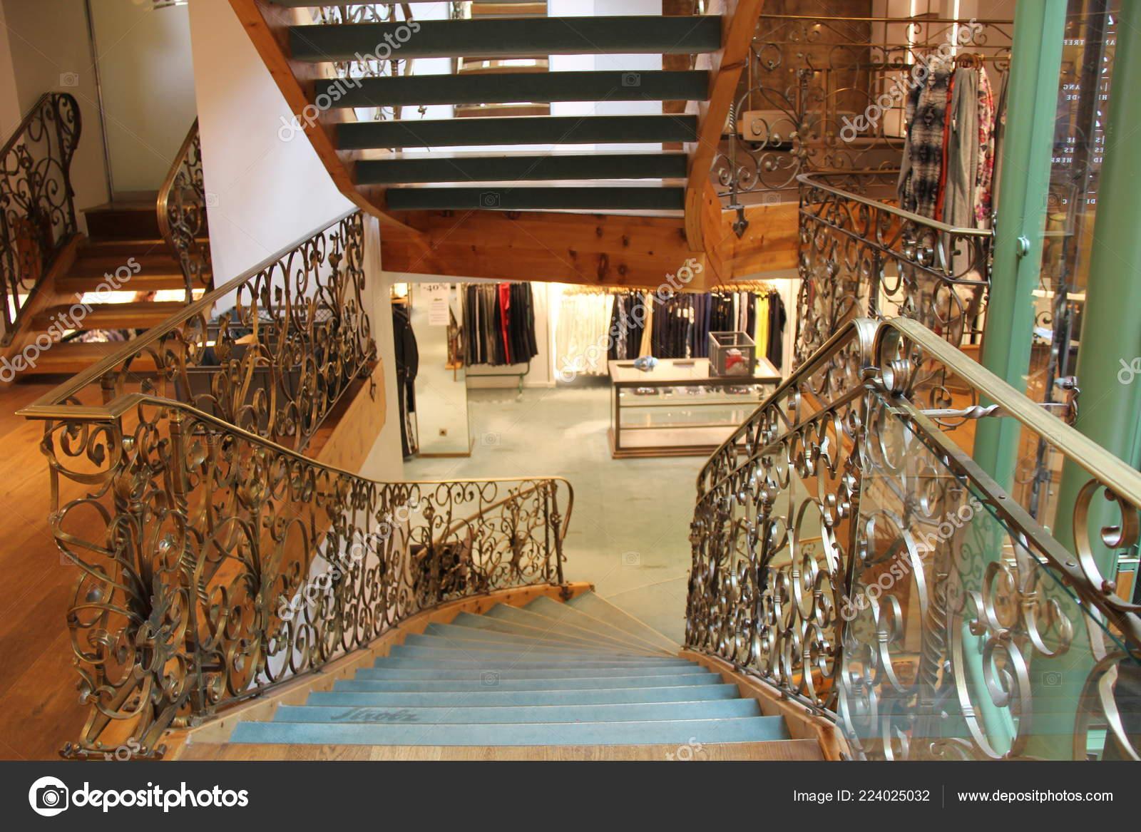 27ba3172038d4 Lech Áustria 2018 Strolz Designer Interior Loja — Fotografia de Stock