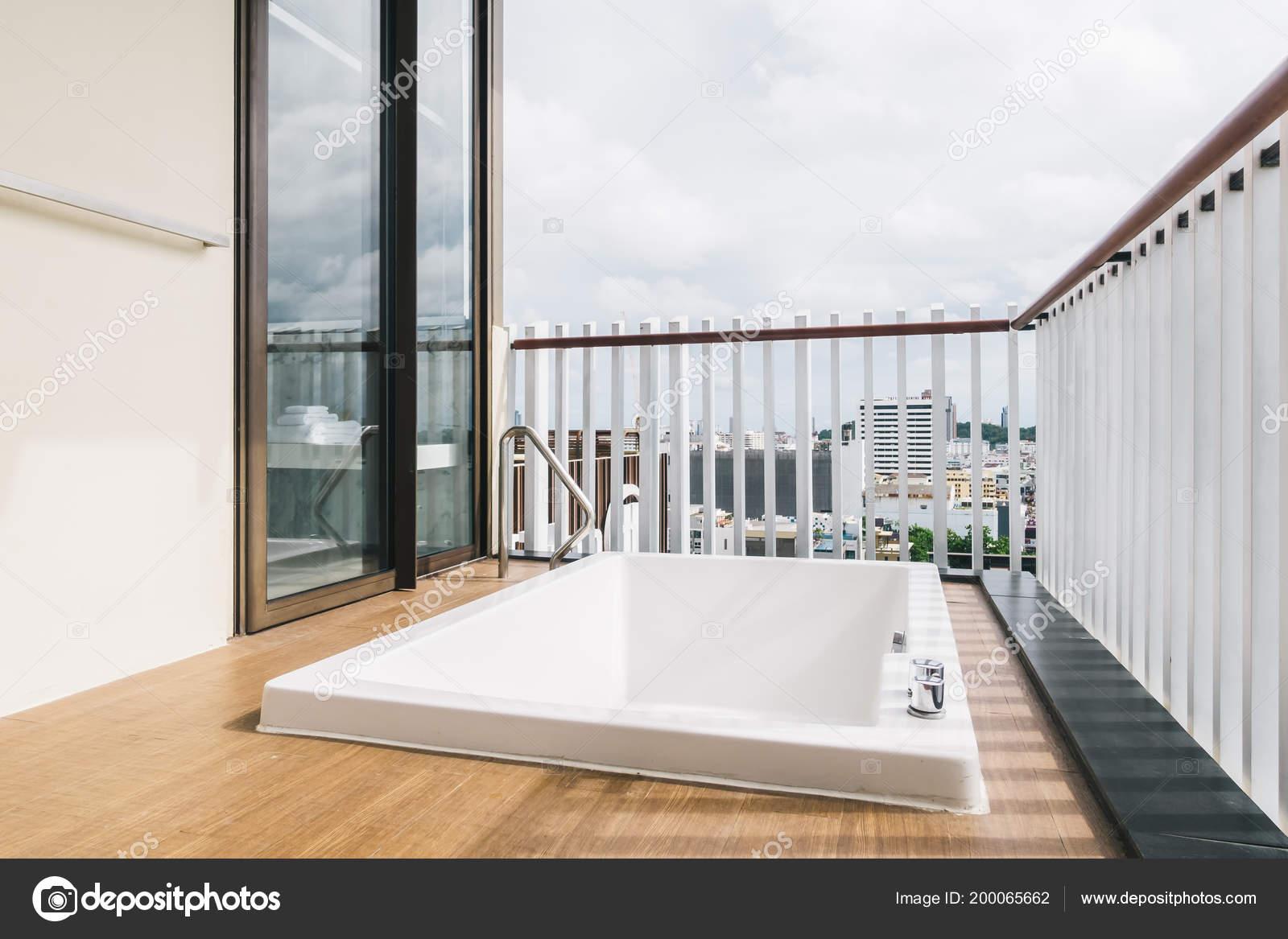 Vasca Da Bagno Per Esterno : Bella vasca bagno bianca jacuzzi bagno decorazione esterno all