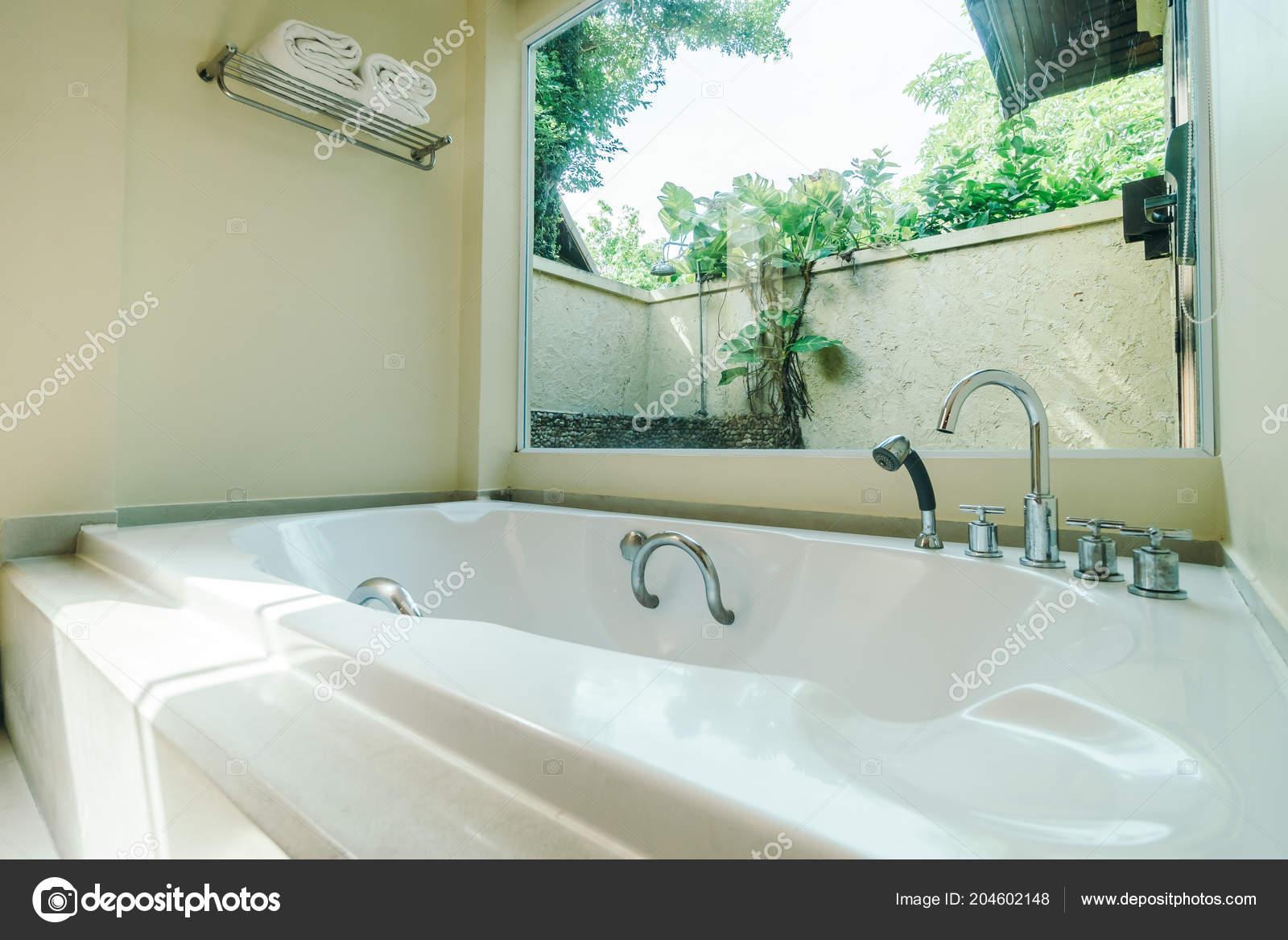 Schöne Badewanne Dekoration Badezimmer Interieur — Stockfoto ...