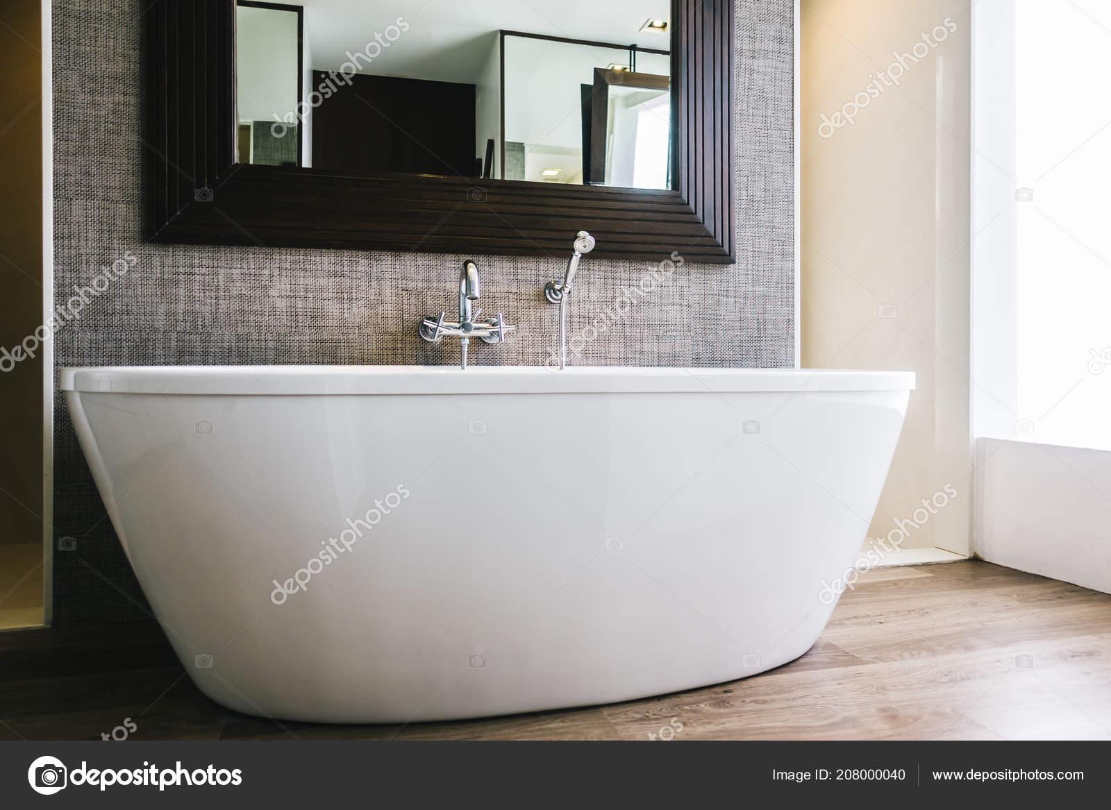 Prachtige luxe witte badkuip decoratie badkamer interieur