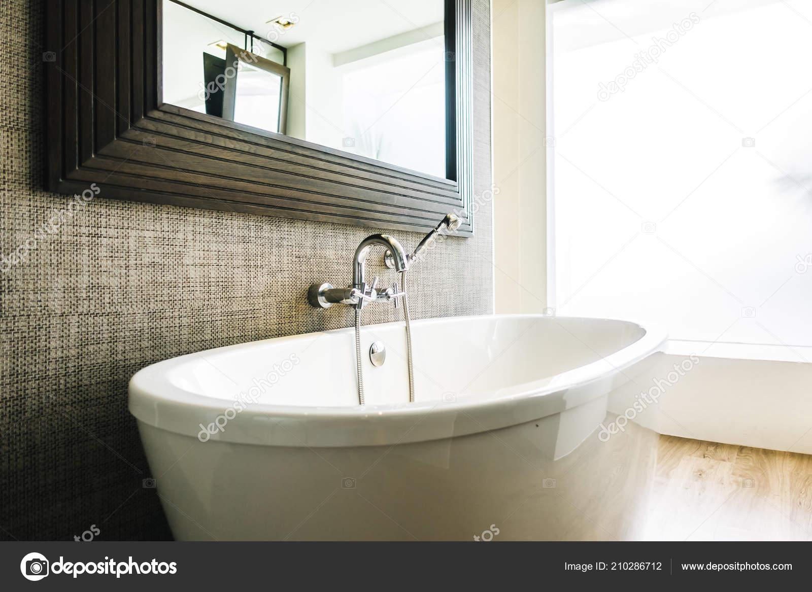 Schöne Luxus Weiße Badewanne Dekoration Badezimmer Interieur ...