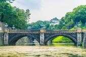 Nádherný starý architektura císařský palác hrad s vodním příkopem a most v Tokiu město