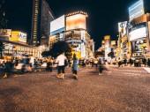 Shibuya Tokyo japán - 2018. július 29.: Gyalogosok emberek crosswalk, ezen a környéken: Shibuya negyed, Tokyo, Japán