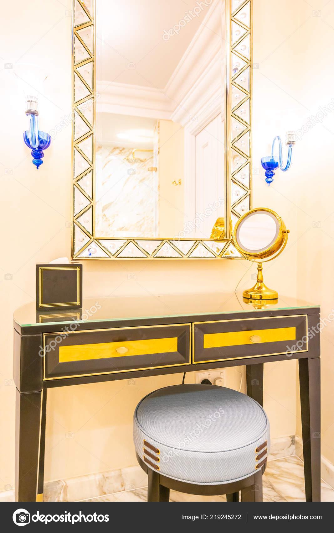 Kaptafel Grote Spiegel.Mooie Luxe Kaptafel Met Grote Spiegel Stoel Decoratie