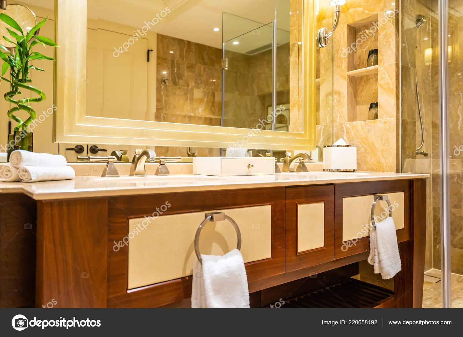 Schöne Luxus Armatur Und Waschbecken Dekoration Badezimmer Interieur ...