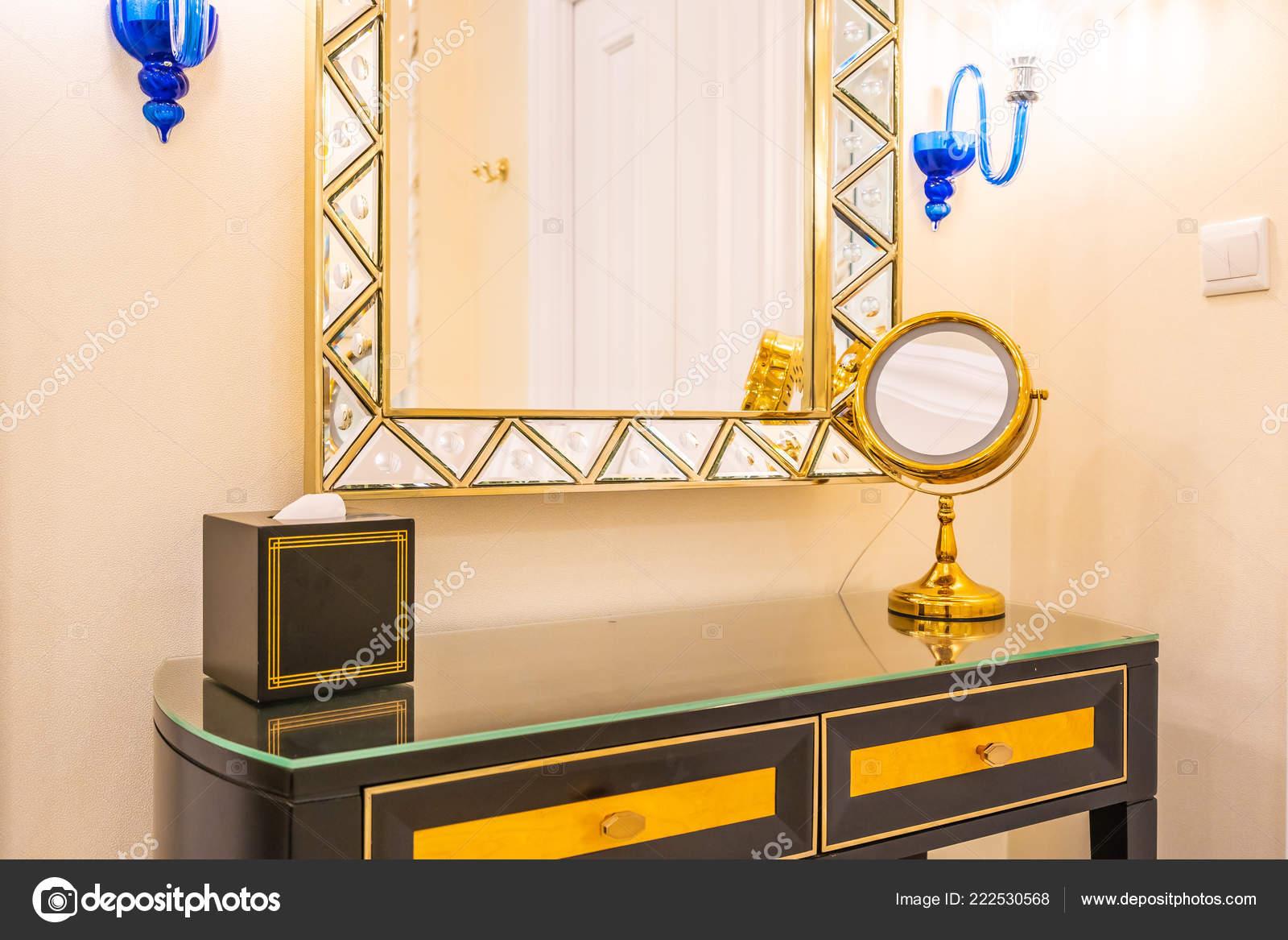 Grote Kaptafel Met Spiegel.Mooie Luxe Kaptafel Met Grote Spiegel Stoel Decoratie