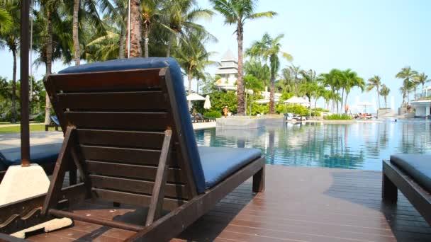 Szenische Aufnahmen vom Schwimmbad im Resort