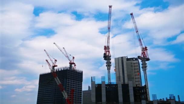 záběry staveniště v moderním asijském městě