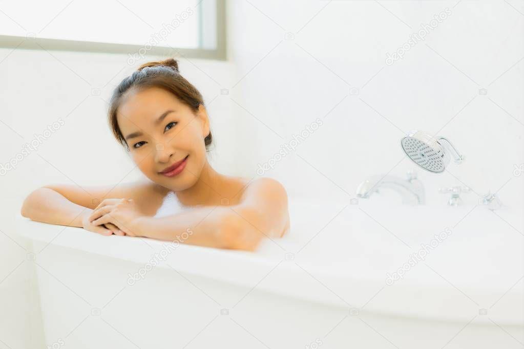 ceramic-girl-in-bath-tub-japan