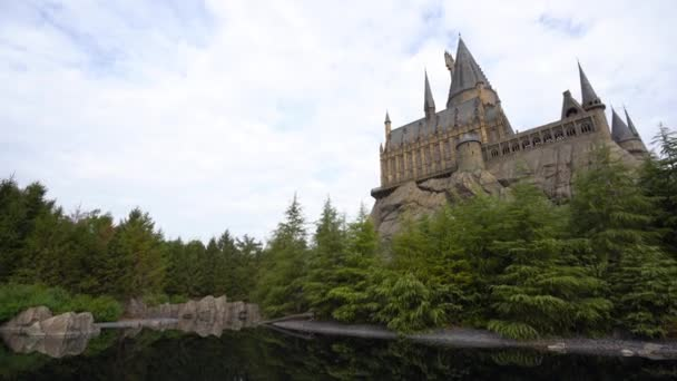 Osaka, Japan - December 1, 2015: Roxfort School of Witchcraft Castle and Wizardry replica at Wizarding World of Harry Potter Attraction, at Universal Studio, Osaka, Japan. felvétel a