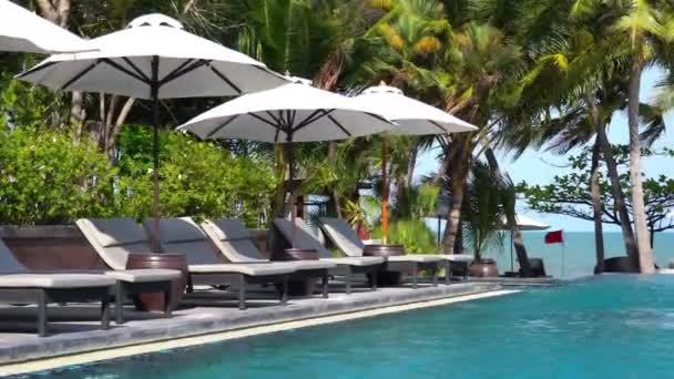 nyugodt felvételeket az üres medence a Resort Hotel