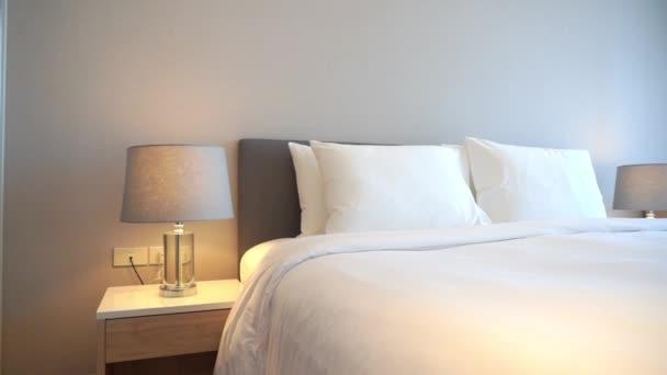 Filmaufnahmen von luxuriös eingerichteten Schlafzimmern im Hotel