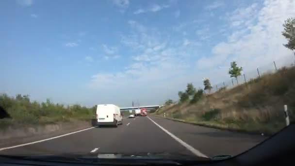 Schneller Blick auf Autofahrt durch Deutschland