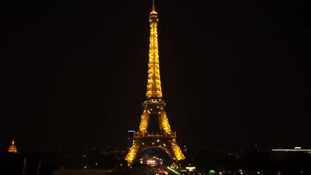 Světelné efekty Eiffelova věž v noci