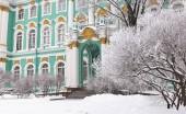 Zimní palác na náměstí paláce na sněhu, St. Petersburg, Rusko.