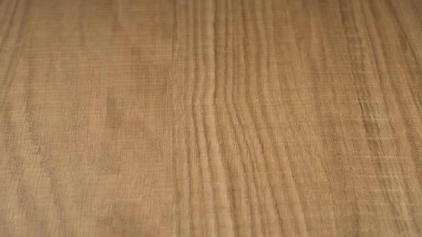 Texturiertes Holz behandelt und lackiert. Rohling für Design. Material für die Herstellung von Möbeln. Nahaufnahme