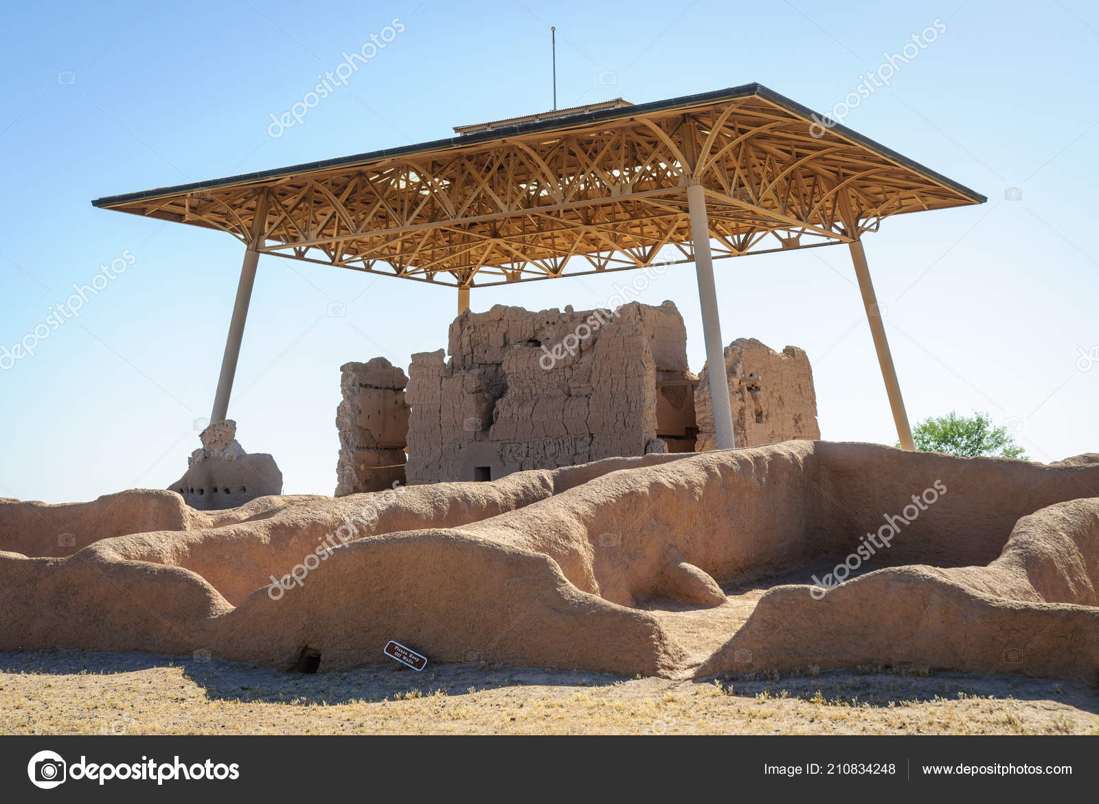 Casa grande ruins national monument u stockfoto zrfphoto