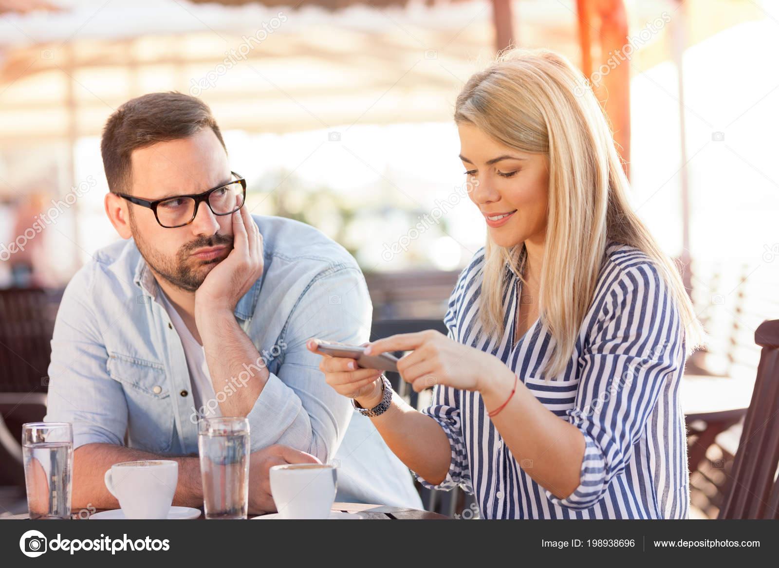 człowiek uzależniony od randek internetowych darmowe serwisy randkowe wrexham