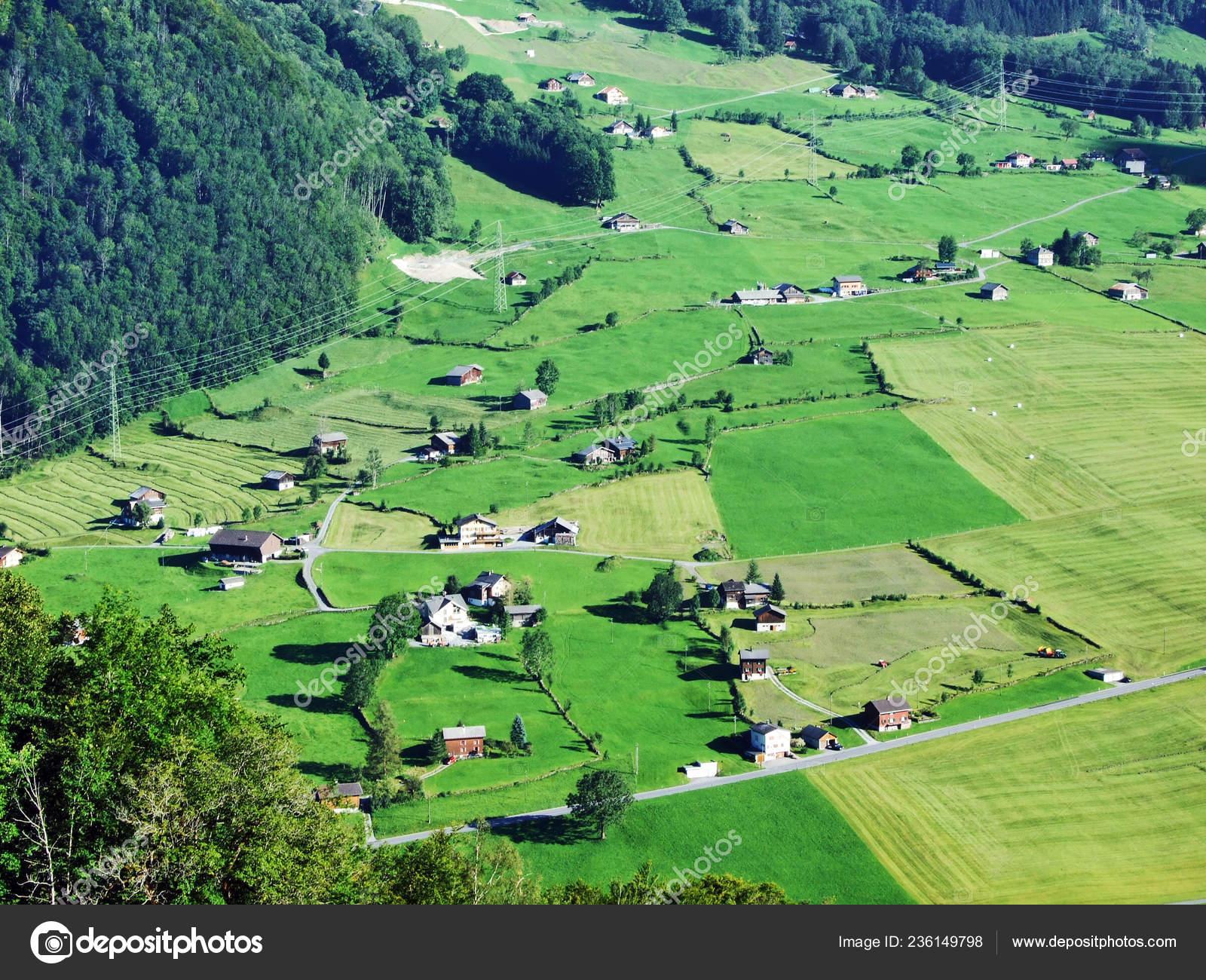 農場および州谷川または Linthal...