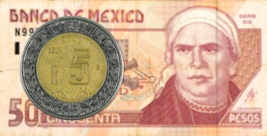 5 mexigan peso coin against 50 mexican peso bank note