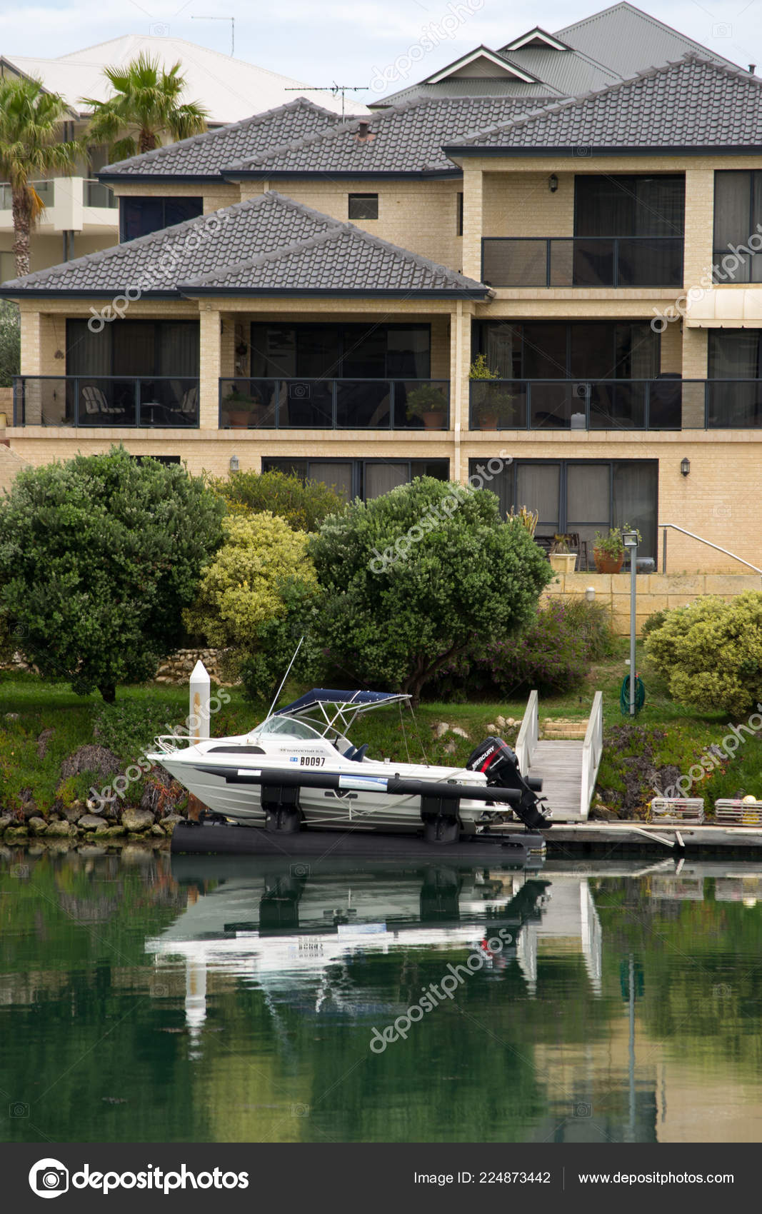 Nice Houses Australia Right Front Water — Stock Photo