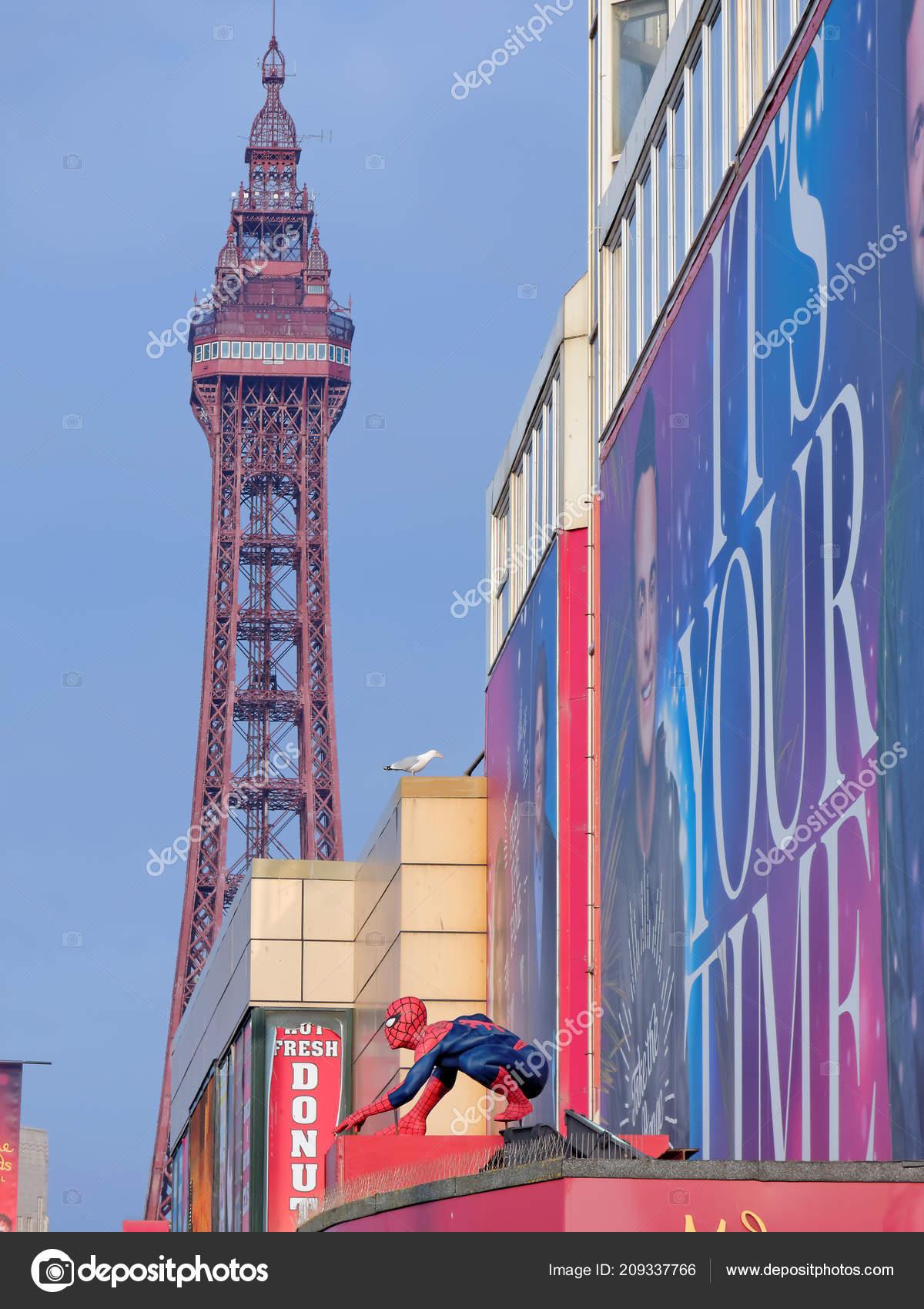 9be17b03ea8 Αθήνα, 14 Ιανουαρίου: Madame Tussauds, Ηνωμένο Βασίλειο 2018. Spider-Man  για το φόντο Πύργος Μπλάκπουλ — Εικόνα από ...