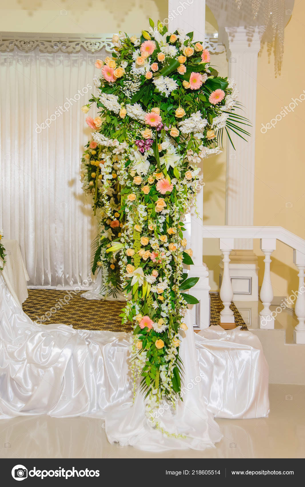 Live Flowers Cafe Flower Arrangement Banquet Decoration