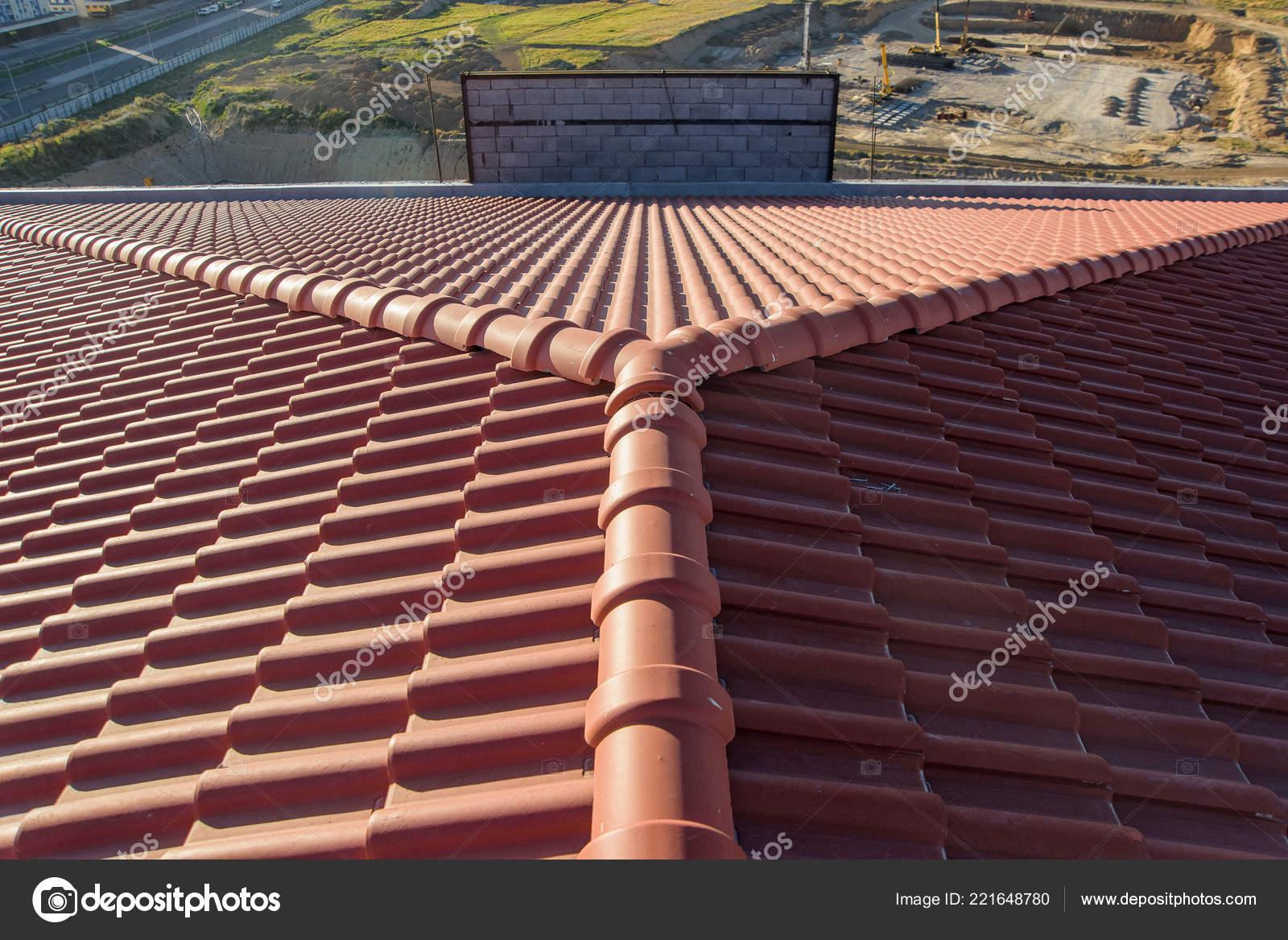 Das Dach Eines Hochhauses Dach Aus Tonziegeln Umweltfreundliche